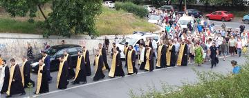 Procesiune cu Icoana Maicii Domnului și slujbă arhierească la Biserica greacă din Galați