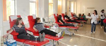 60 de tineri din Tecuci au donat sânge la Galaţi