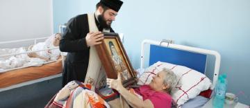 Sfântul Ierarh Nectarie în vizită la elevii seminariști și la semeni aflați în suferință