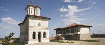 Hram la Mănăstirea voievodală Măxineni din judeţul Brăila