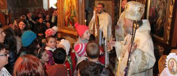Liturghie şi filantropie în solidaritate cu familiile inundate din judeţul Galaţi