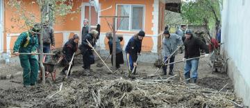 Voluntariat în parohiile inundate din judeţul Galaţi