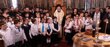 """Poetul naţional Mihai Eminescu a fost omagiat de elevii Seminarului Teologic """"Sfântul Apostol Andrei"""" din Galaţi"""