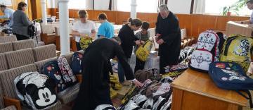 Arhiepiscopia Dunării de Jos oferă ghiozdane şi rechizite şcolare pentru 4.000 de copii