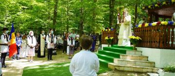 Sărbătoarea Preasfintei Treimi în pădurea Buciumenilor