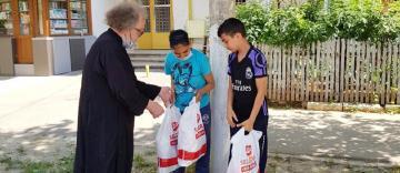 """Parohia """"Sfânta Cuvioasă Parascheva"""" din Galați a oferit un nou ajutor persoanelor nevoiașe"""
