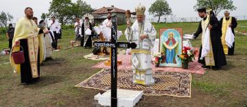 """Sfinţirea locului pentru biserica Schitului """"Acoperământul Maicii Domnului şi Sfântul Ierarh Luca al Crimeii"""" din judeţul Galaţi"""